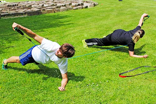 outdoor-zirkeltraining-mit-partneruebungen