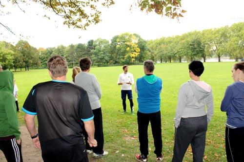 Firmenfitness in Kleingruppen mit individuellen Übungen