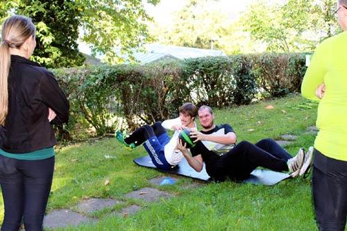 Helfen und gemeinsam Schwitzen für den guten Zweck - Spaß und Freude in der Natur