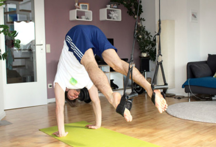 Sling Trainer Übungen für funktionelles Training - Reverse Crunch