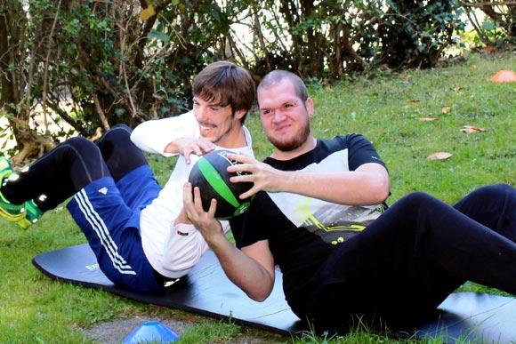 Outdoor Zirkeltraining mit Partnerübungen