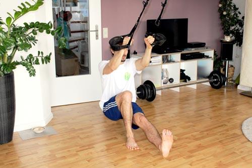 Sling Trainer Übungen - Einbeinige Kniebeuge