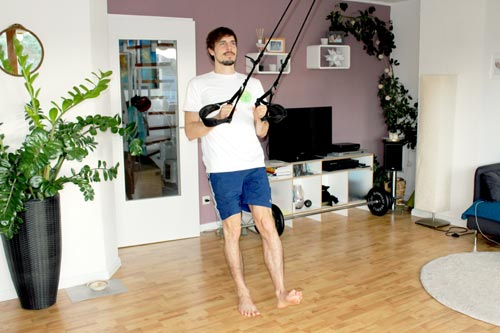 Sling Trainer Übungen Einbeinige Kniebeuge