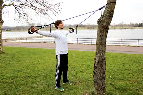 Outdoor Zirkeltraining mit Sling Trainer