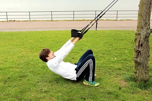 Sling Training - Weites Rudern aus der Hocke