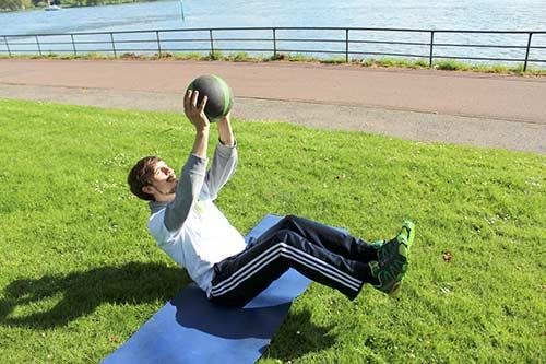 Medizinball Workout - Boot Position + Medizinball über Kopf werfen