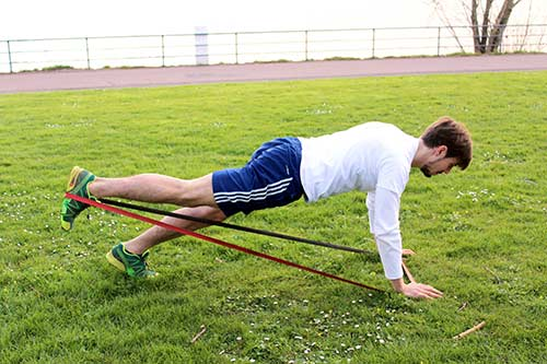 Outdoor Zirkeltraining mit Deuserband
