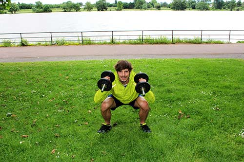 Kurzhanteltraining-Kniebeuge-Push-Press