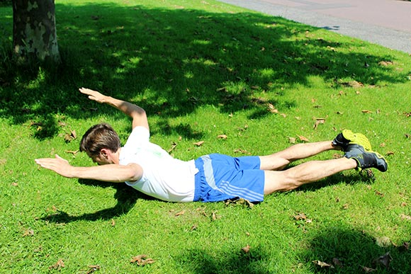 Bodyweight Übungen - Übung Rückenheber-Superman-UVWT