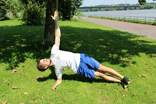Bodyweight Übungen Seitliche-Planke-mit-eindrehen