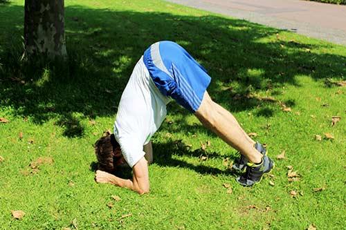 Bodyweight Übungen inch-worm-to-plank