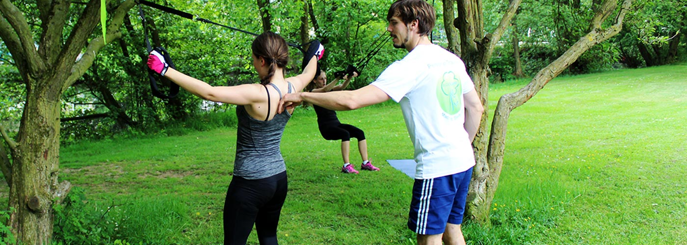 Outdoor Zirkeltraining mit Sling Training