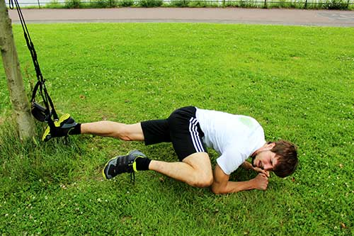 Bauchmuskeln trainieren - Einbeinige Hüftabduktion im Unterarmstütz mit Sling-Trainer-Übungen-Bauch-Planke
