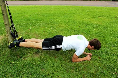 Bauchmuskeln trainieren - Sling Trainer Übungen Bauch Recrunch Unterarmstütz - Planke