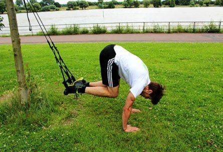 Bauchmuskeln trainieren - Sling Trainer Übungen Bauch Recrunch