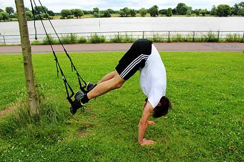Bauchmuskeln trainieren mit Sling Trainer - Recrunch 90° mit Liegestütz