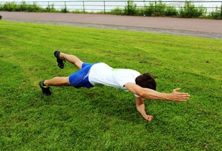 Plank Varianten Unterarmstütz Variationen Diagonal Arm- und Beinheben
