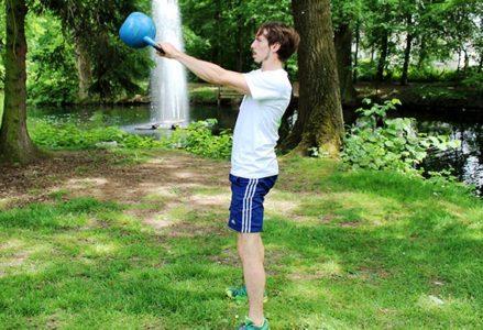8 Functional Training Übungen für einen starken Rücken und Nacken