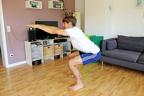 Trainingsplan für unterwegs - Kniebeugen-frontkniebeugen