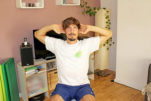 Nackenübung bei Nackenverspannungen - BWS Rotation