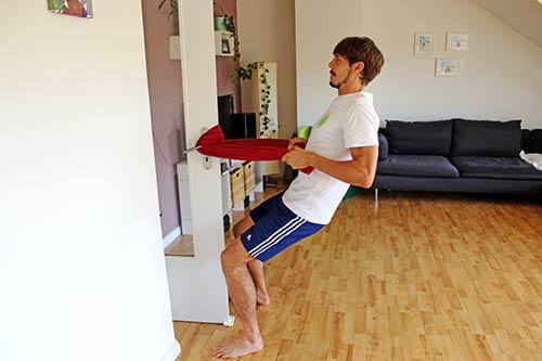 Trainingsplan für unterwegs - Rudern an einer Tür oder festen Gegenstand