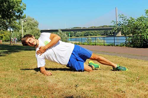 Übungen bei Rückenbeschwerden - Seitstütz für Einsteiger - Seitliche Planke