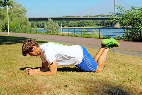 Übungen bei Rückenbeschwerden - Unterarmstütz für Einsteiger - Planke