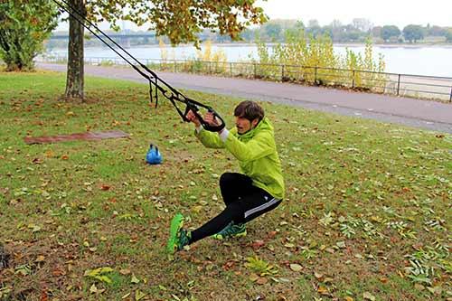 Einbeinige Kniebeugen - Ideal nach einem akuten Bandscheibenvorfall