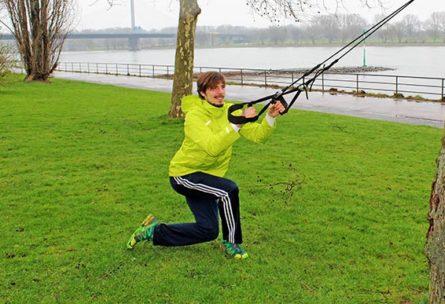 Training im Freien im Winter mit Sling Trainer