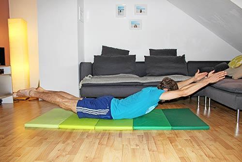 Rückenübungen für zuhause ohne Geräte - Superman