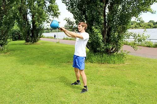 Meine besten Übungen für einen starken Rücken und Nacken - Kettlebell Swing