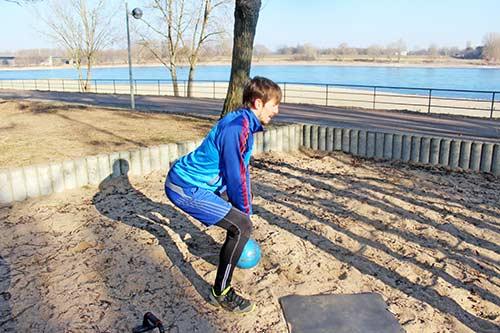 Unteren Rücken trainieren - Kreuzheben mit einer Kettlebell